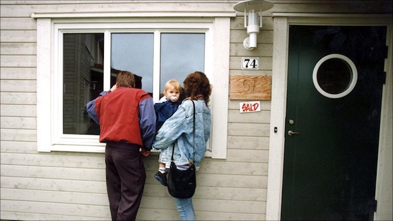 Ungt par på husvisning (foto Ingvar Karmhed / Scanpix)