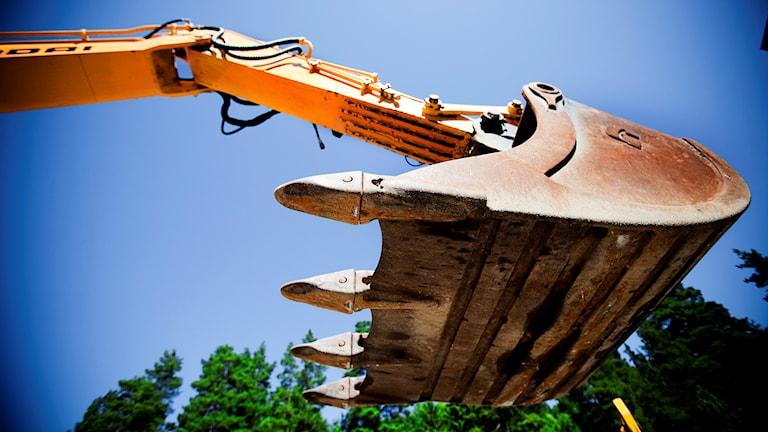 En grävskopa fotad underifrån. Arkivbild: Axel Öberg/TT