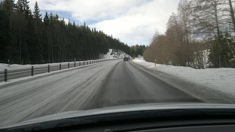 Riksväg 40 sett från en bil.