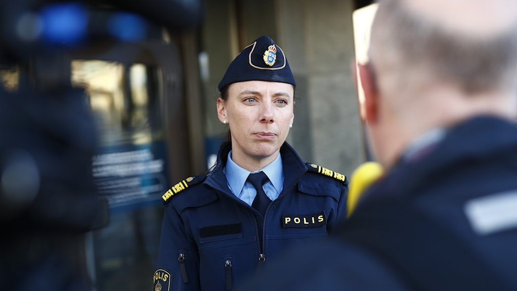 Kvinnlig polis.