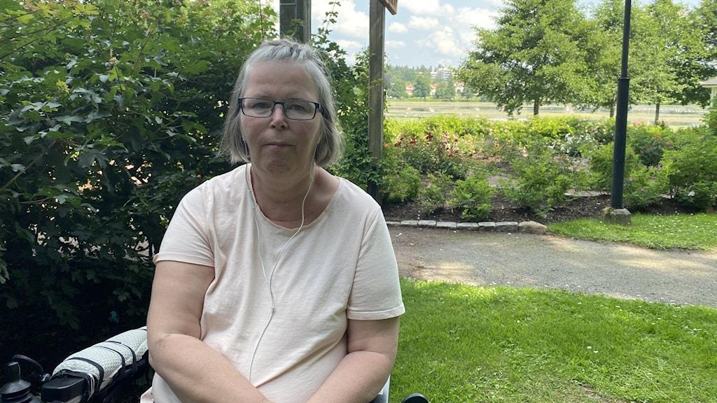 Kvinna i park