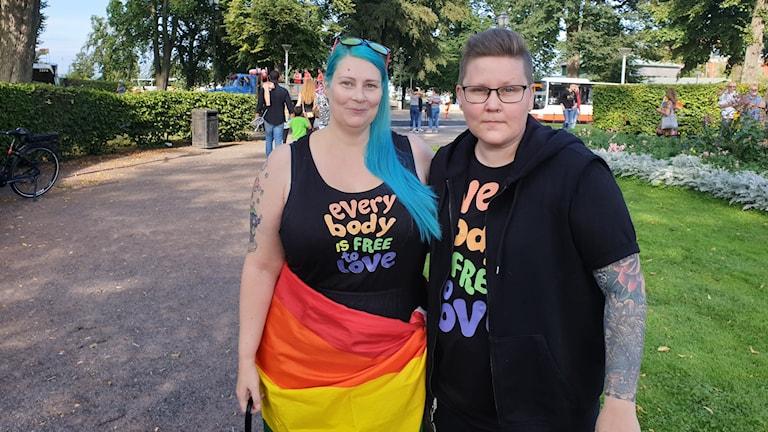 Malin Magnusson och Louise Palm i Rådhusparken i Jönköping.