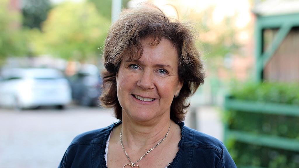 Närbild på Kajsa Wendelström som ler glatt mot fotografen.
