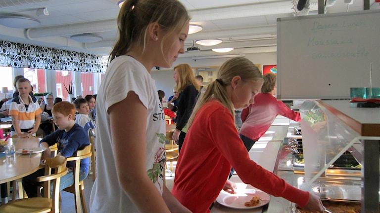 Skolbespisning. Foto: Kjell Ahlkvist/Sveriges Radio.