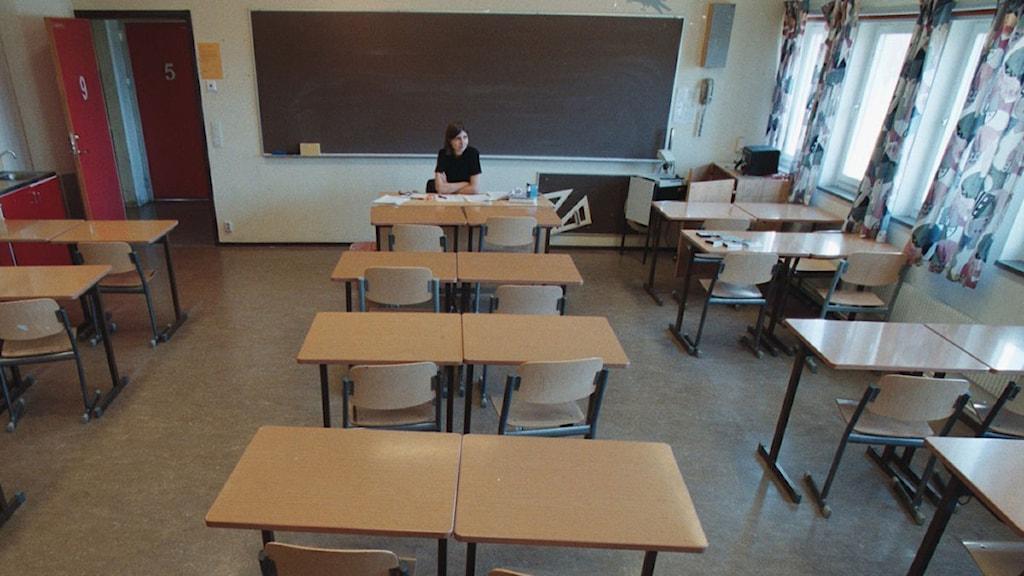 Ett klassrum med tomma bänkar och en svart tavla längst fram. Foto: Björn Larsson Ask/Scanpix.