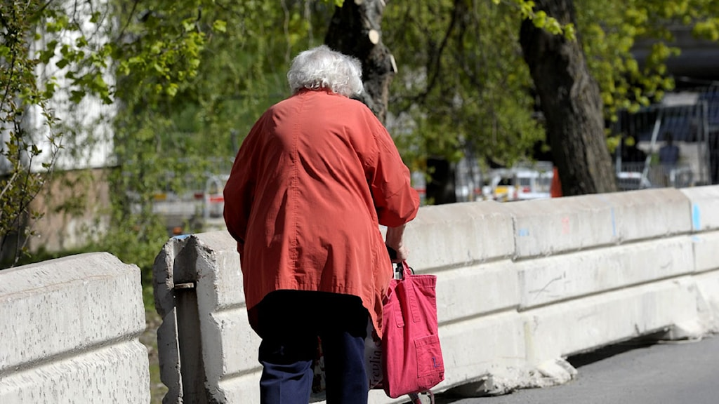 En kvinna med rullator. Foto: Janerik Henriksson/Scanpix.