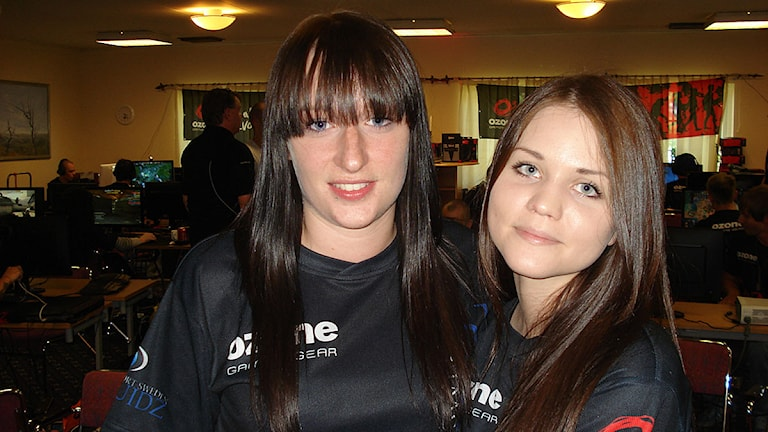Therese Petersson och Julia Kiran. Foto: Hannes Ewehag/Sveriges Radio.