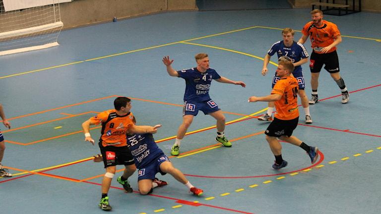 Anfallsförsök av Anderstorp i derbyt mot Hallby.