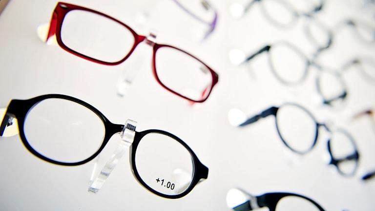 Glasögon i affär.
