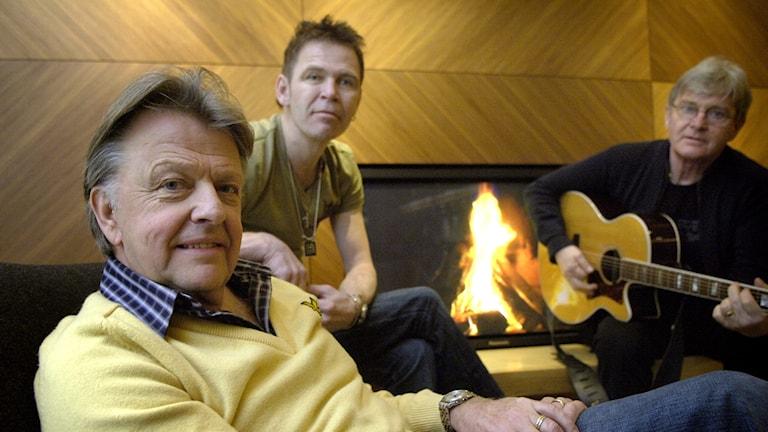 Sven-Erik Magnusson med de övriga bandmedlemmarna