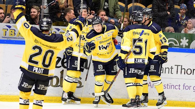 HV71:s Erik Anderson har gjort 4-3 under matchen i SHL mellan HV71 och Malmö Redhawks i Kinnarps Arena.