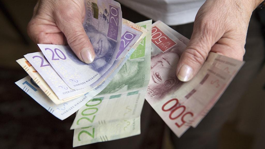 Bild på sedlar i olika valörer.
