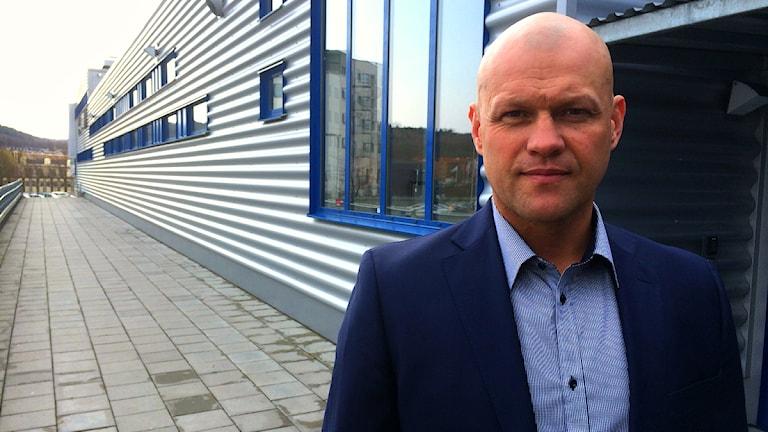 Andreas Johansson utanför Kinnarps Arena.