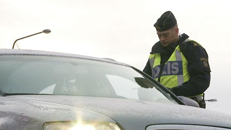 Polisen stoppar bil. Foto: Anna Eriksson/SCANPIX
