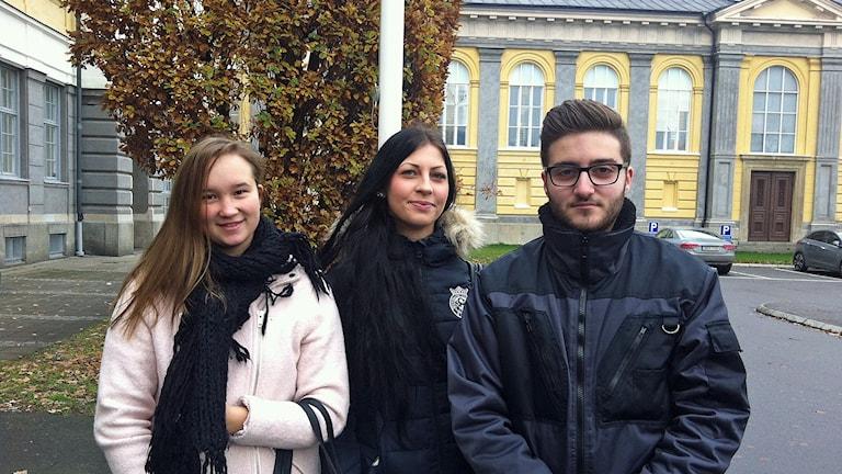 Nathalie Arbfors, Emmie Axelsson och André Khoshaba. Foto: Maria Franzén/Sveriges Radio