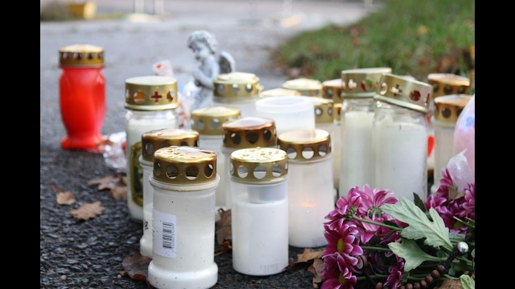 Platsen där en 16-åring skottskadades och en 17-åring sköts ihjäl i Norrahammar. Foto: Rebecka Montelius/Sveriges Radio.