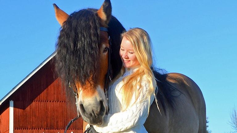 Emmelie Lagerstrand Borg, med hästen Respekt. Foto: Kristine Fransson.
