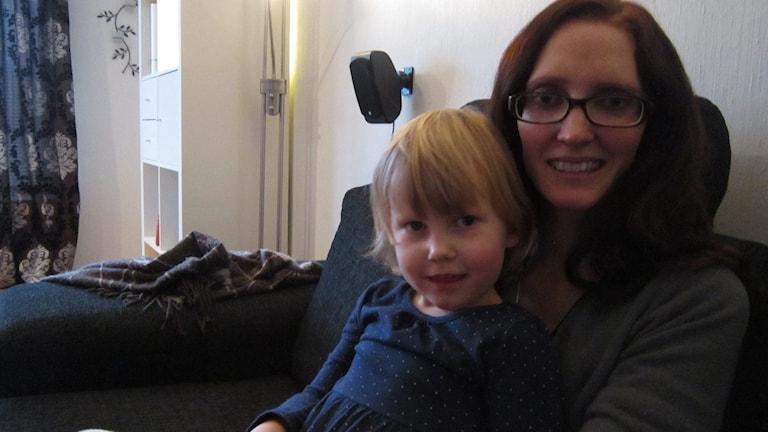 Linda Johansson med dottern Julia