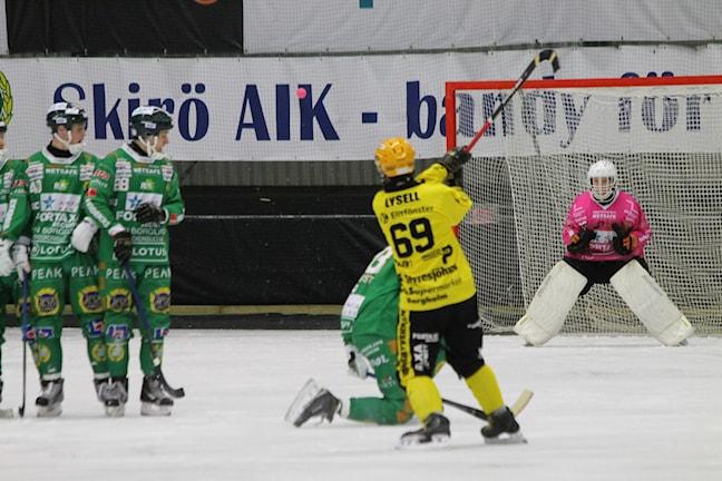 Andreas Lysell gjorde två mål i matchen. Men i det här läget gick bollen strax utanför. Foto: Tommy Haag P4 Jönköping