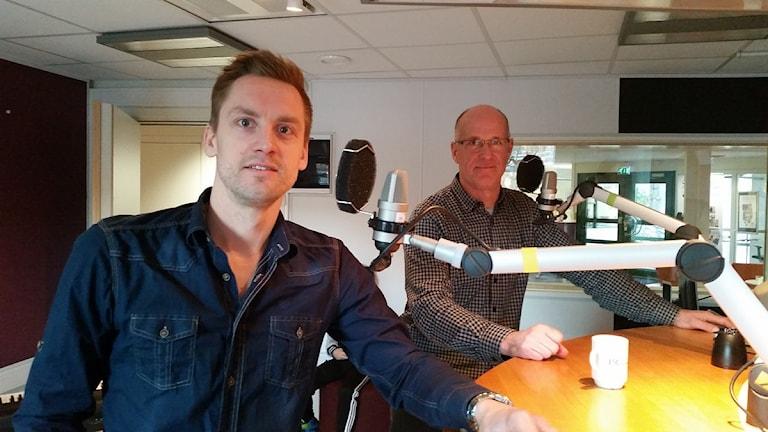 Martin Bergqvist och Janne Gustafsson från Jönköping Bandy. Foto: Therese Edin/Sveriges Radio.