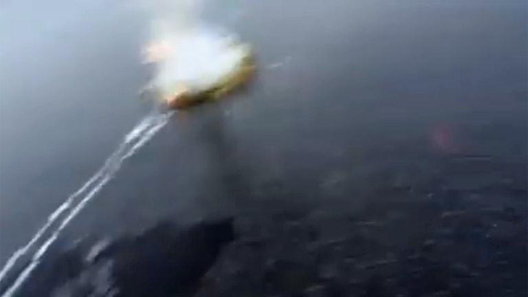 Raket under isen. Bild från Nils och Hannas film