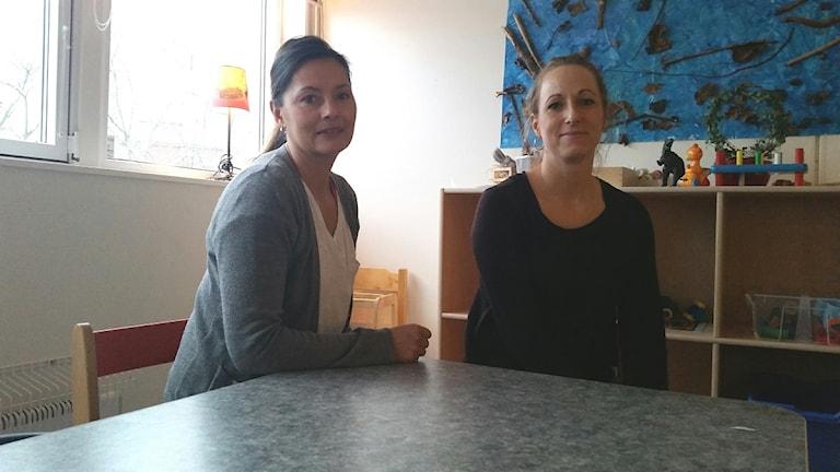 Madeleine Johnsson Oltmans och Jessica Emilsson. Foto: Therese Edin/Sveriges Radio.