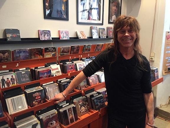 Claes Hernegård i sin butik Zaragon Records