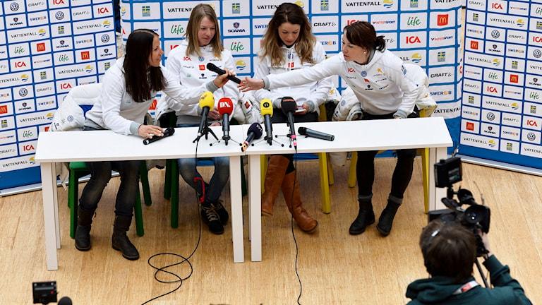 Charlotte Kalla, Sofia Bleckur, Maria Rydqvist och Emma Wikén. Foto: Anders Wiklund/TT
