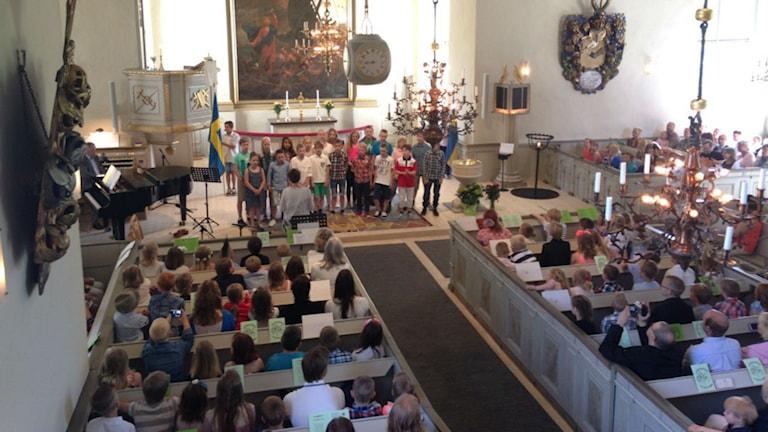 Skolavslutning i Svenarums kyrka. Foto: Lii Almnäs/Sveriges Radio.