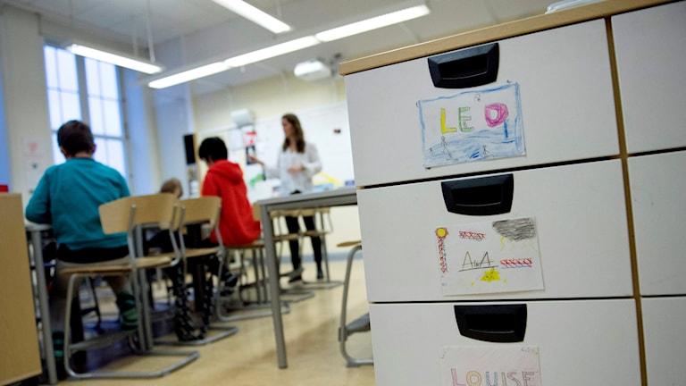 Lärare i klassrum. Foto: Jessica Gow/TT