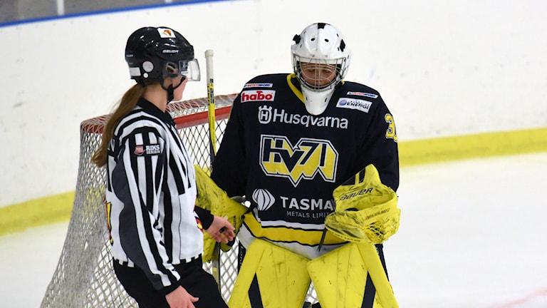 HV:s målvakt Sabina Eriksson gjorde en mycket bra match för sitt lag. Foto: Tommy Haag Sveriges Radio
