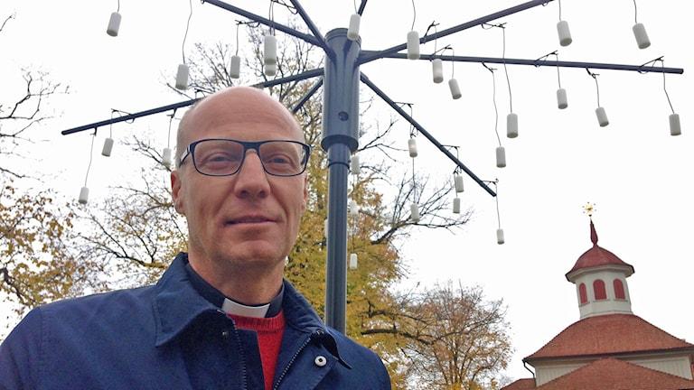 Hans Boeryd med digitalt träd. Foto: Sanna Hermansson/Sveriges Radio