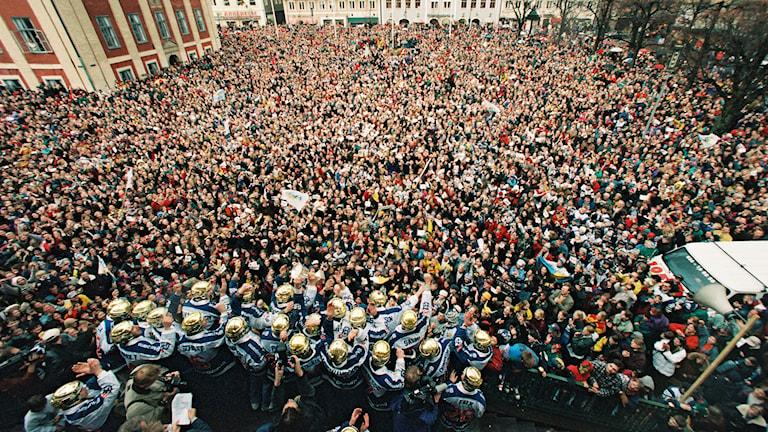 HV71 SM-guld 1995. Firande på torget. Foto: Lars Andersson