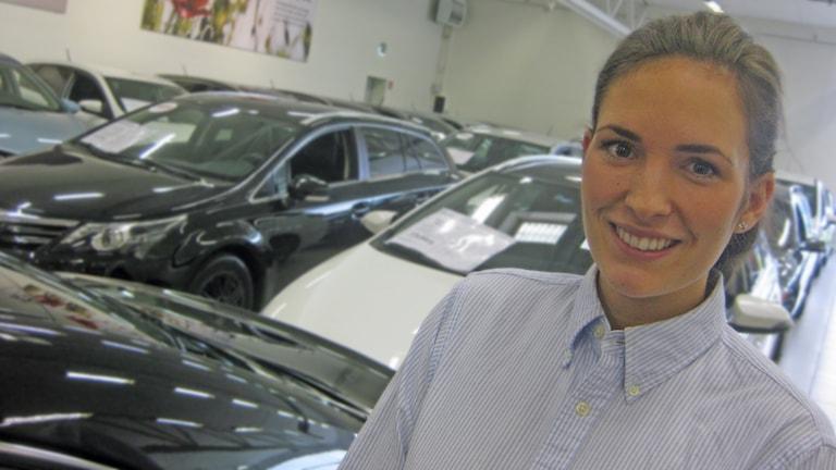 Karoline Glans, bilförsäljare. Foto: Peter Jernberg/Sveriges Radio.