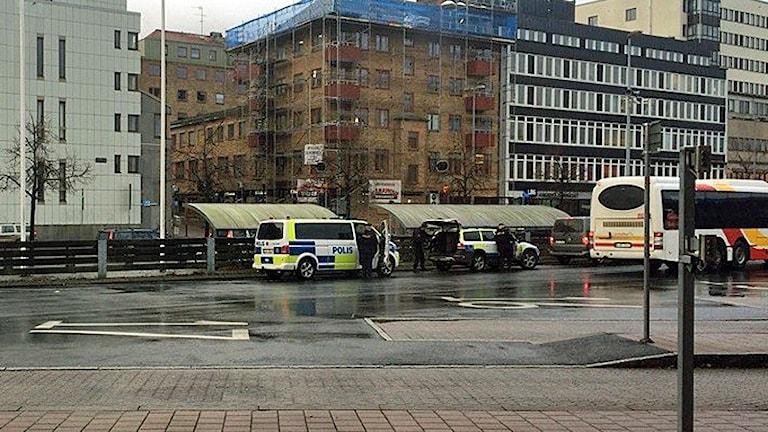 Polis vid Resecentrum i Jönköping. Foto: Pernilla Arvidsson/Sveriges Radio