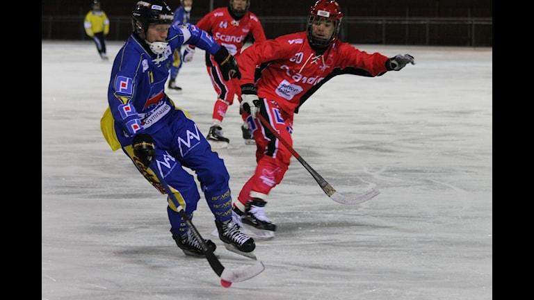 Nässjös Patrik Styrbjörn och Jönköpings Alexander Heinhagen. Foto: Patrik Bromander/Sveriges Radio