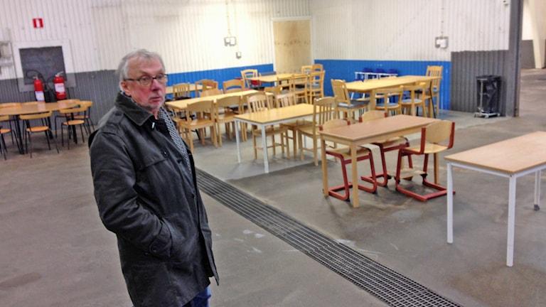 Erik Wargren i matsalen. Foto: Lennart Broman/Sveriges Radio