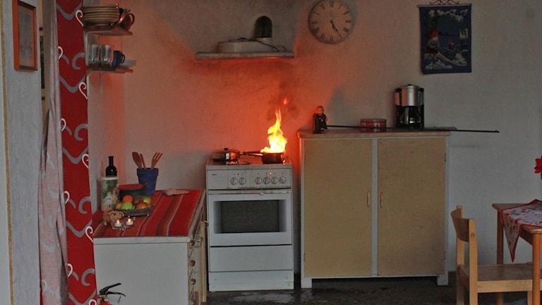 Brand på spis. Arkivbild, foto: Kjell Ahlkvist/Sveriges Radio