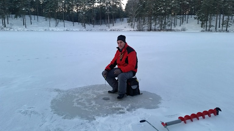 Fritidsfiskare Peter Elofsson. Foto: Therese Edin/Sveriges Radio