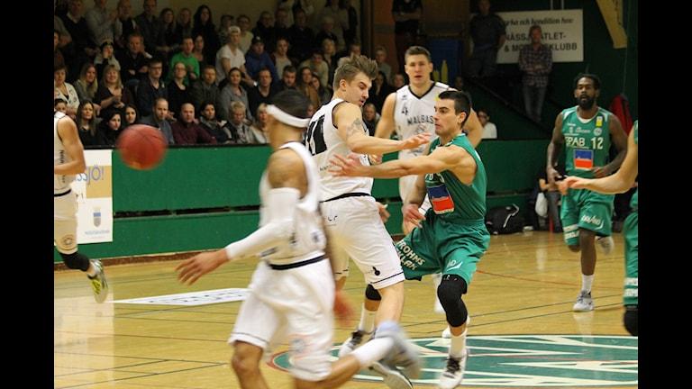 Aleksa Solevic var som vanligt Nässjö playmaker med sina 24 poäng. Foto: Tommy Haag Sveriges Radio