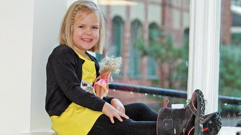 4-åriga Emmy.
