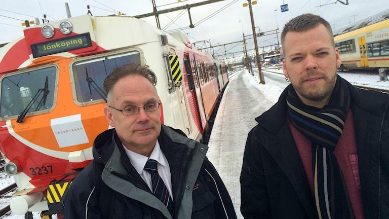 Mats Andersson och Per Nylén Hägglund framför ett Kröstatåg.