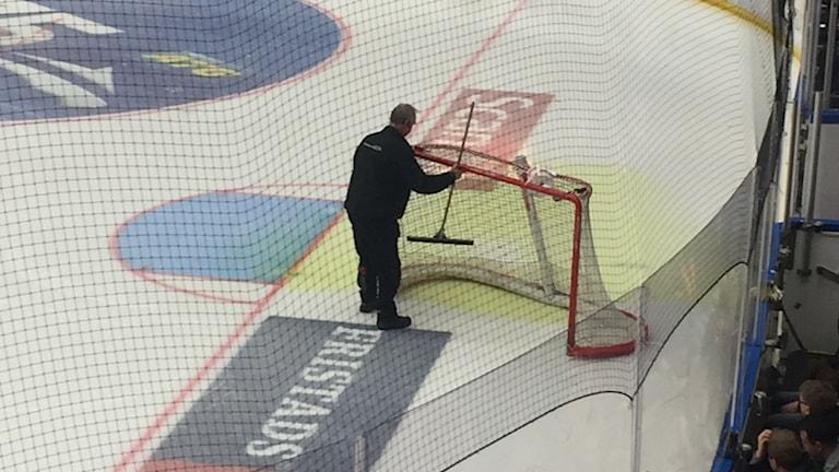 Kylarvätska läckte ut på isen i Kinnarps Arena