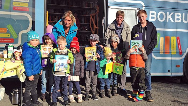 Barn vid Jönköpings bokbuss.
