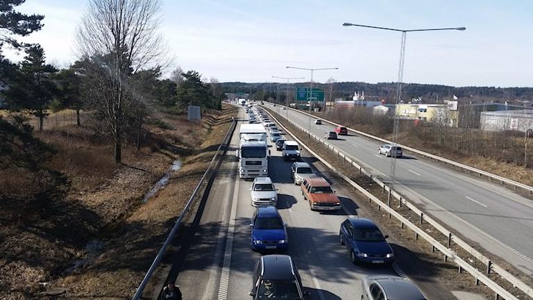 Minst sex olyckor orsakade en kö på över en mil genom Jönköpings kommun.
