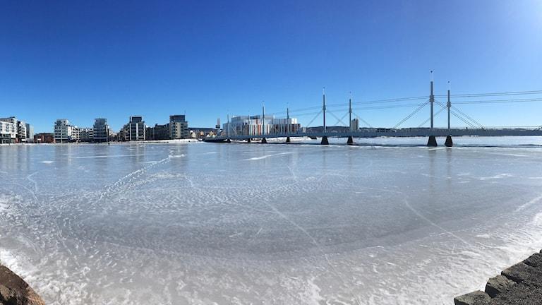 Isen ligger på Munksjön.