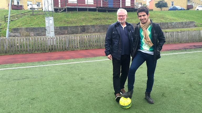 Tränaren Mats Hällvall och målvakten Jamil Abdulsalam i Jönköpings bollklubb.