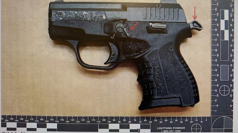 Pistol på bild från polisens förundersökning.