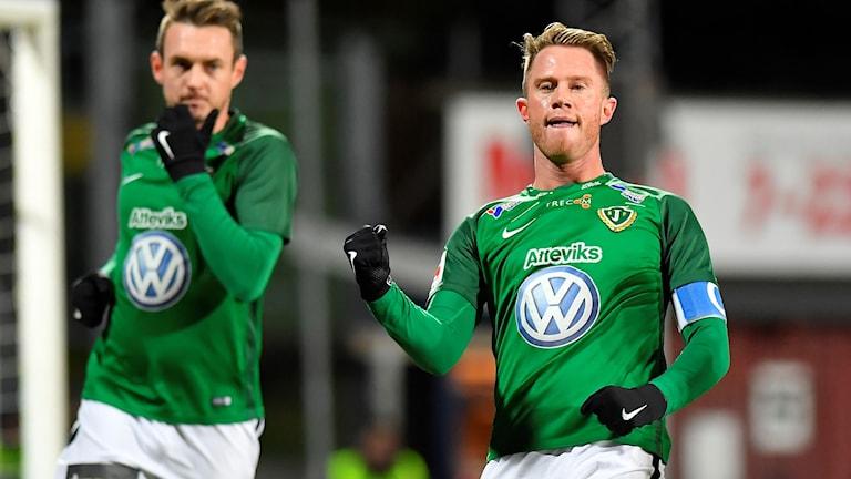 Jönköpings Tommy Thelin jublar efter 1-0 under måndagens fotbollsmatch i allsvenskan mellan Jönköpings Södra IF och Kalmar FF på Stadsparksvallen.