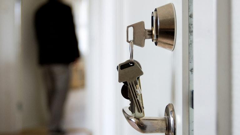 Nyckel i en dörr.